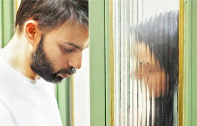 Un divorcé et son employée, au bord du conflit social et humain.