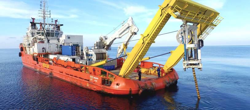 Internet repose sur les câbles sous-marins posés et entretenus par ces bateaux pour exister : 99 % des données mondiales y transitent