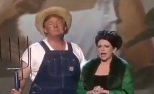 Donald Trump poussant la chansonnette déguisé en fermier américain.