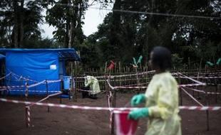 Une soignante d'une unité de mis en quarantaine de patients atteints du virus Ebola le 13 juin 2017 à Muma, village de la République démocratique du Congo. Photo illustration.