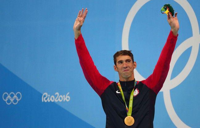 Michael Phelps sur le podium du 200 m papillon le 9 août 2016.