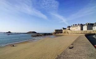 """Les plages de Saint-Malo peuvent être une grande source d'inspiration pour les """"beach artistes"""""""