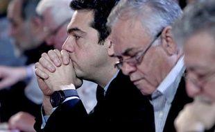 Alexis Tsipras s'apprête à prononcer un discours au siège du Syriza, sa formation politique, le 28 février 2015 à Athènes