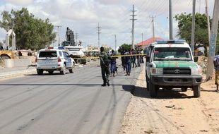 Des forces de l'ordre sur les lieux d'un attentat à Mogadiscio le 28 avril 2021 (illustration).