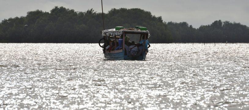 Un bateau sur le golfe de Guinée, illustration