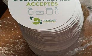 Le sticker a été lancé le 11 mars 2017 par l'association Zéro déchet Strasbourg, née en 2016.