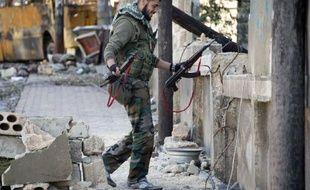 Des combats entre armée et rebelles syriens ont éclaté dimanche à Damas, après des bombardements dans la nuit des forces gouvernementales contre des bastions de l'opposition dans la banlieue de la capitale, a annoncé l'Observatoire syrien des droits de l'Homme.