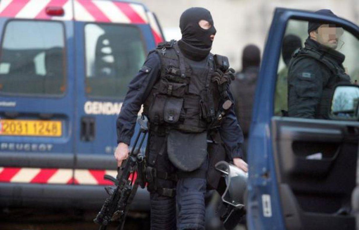 Un forcené de 44 ans, retranché chez lui avec six armes de chasse depuis vendredi soir à Bouchy-Saint-Genest (Marne), a été retrouvé mort sur son lit par les forces de l'ordre, a-t-on appris samedi auprès des gendarmes. – Jean-Francois Monier afp.com