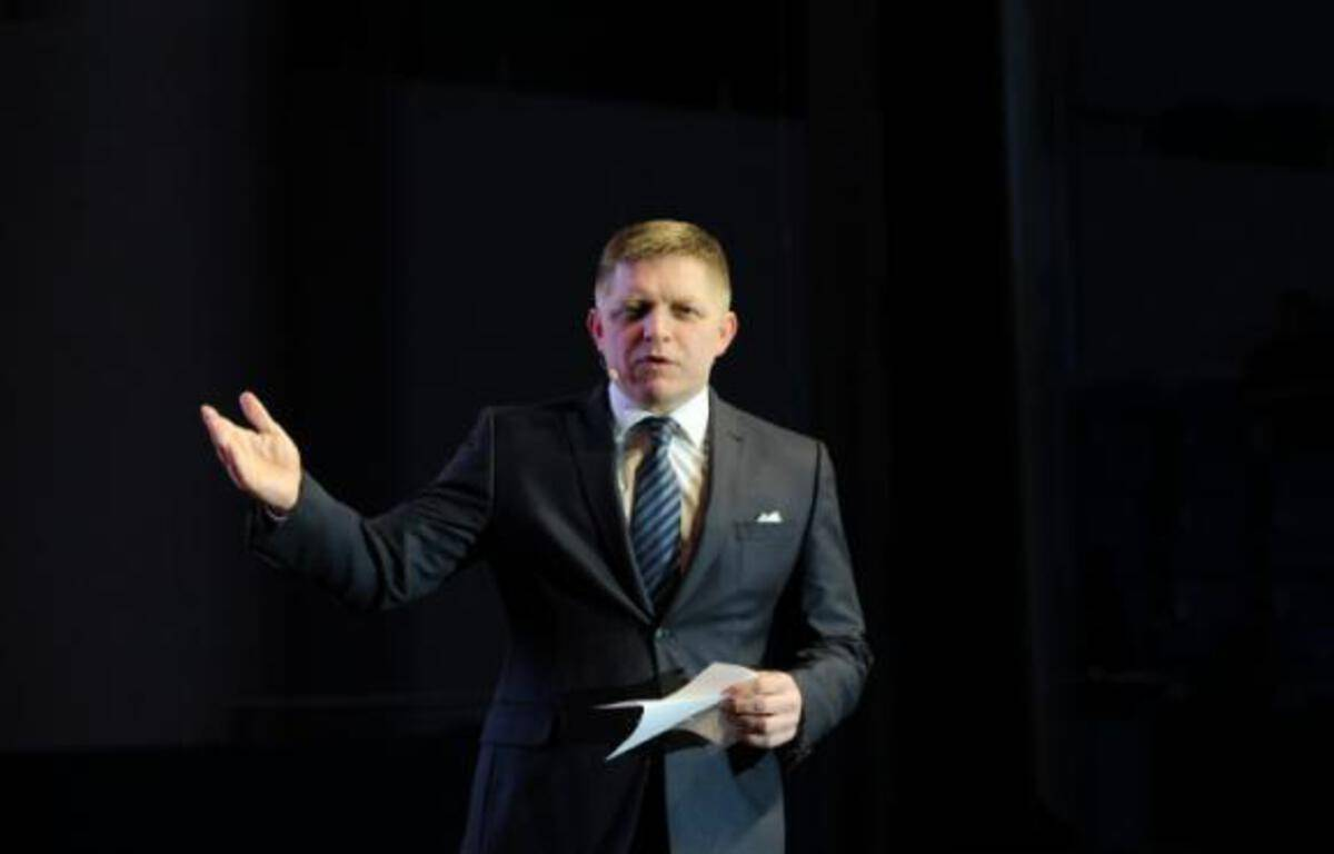 Le responsable slovaque du parti social démocrate, Robert Fico, lors d'une réunion électorale à Bratislava, le 2 mars 2016 – SAMUEL KUBANI AFP