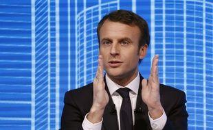"""Emmanuel Macron lors du forum """"Réinvestissons la France"""", le 23 février 2017 au Carrousel du Louvre à Paris."""