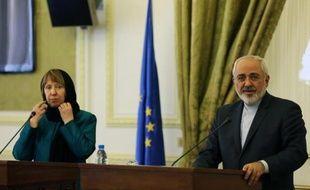 La chef de la diplomatie européenne Catherine Ashton, lors de sa première visite à Téhéran, donne une conférence de presse avec le ministre des Affaires étrangères iranien Mohammad Javad Zarif, le 9 mars 2014