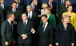Nicolas Sarkozy gesticule lors de la photo officielle effectuée avec les autres chefs d'Etats de l'UE en marge du sommet européen à Bruxelles, le 16 septembre 2010.