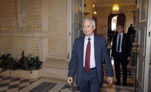 Le député socialiste de Seine-Saint-Denis Claude Bartolone a été élu jeudi par les socialistes comme leur candidat à la présidence de l'Assemblée nationale, assuré d'être élu au perchoir grâce à la majorité dont dispose le PS dans l'hémicycle.