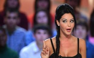 "La star de TV Nabilla sur le plateau du ""Grand journal"" de Canal + le 11 avril 2013"