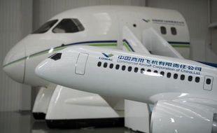 Une maquette d'un avion C919, un projet de la Comac (Commercial aircraft corporation of China) est présentée le 4 juillet 2014 à Shanghai
