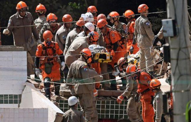 Brésil: Le bilan de l'effondrement de deux immeubles à Rio monte à 22 morts