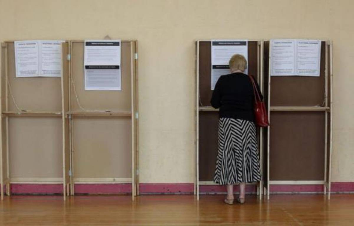 Le dépouillement du vote du référendum sur le pacte budgétaire européen débute vendredi matin à 8H00 GMT, les premières indications étant attendues à la mi-journée et le résultat dans l'après midi. – Peter Muhly afp.com