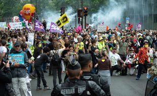 Manifestation le 30 juin 2020 à Paris des personnels de santé.