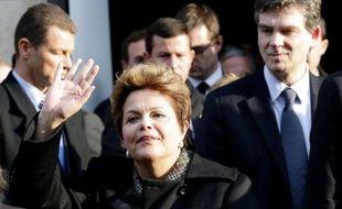 """Le ministre du Redressement productif, Arnaud Montebourg, et son collègue brésilien de l'Industrie, Fernando Pimentel, veulent protéger leurs économies """"face aux excès d'une économie prédatrice"""" venue d'Asie, lors d'une conférence mardi au siège du Medef."""