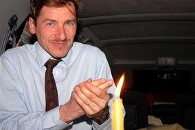 Rémy Daillet, ancien cadre exclu du parti centriste Modem et devenu depuis une figure du mouvement complotiste en France, est soupçonné d'avoir aidé a organisé l'enlèvement de la petit Mia.