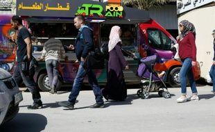 Le food-truck de Khaldoun al-Barghouthi et Abderrahmane al-Bibi est le premier à être autorisé à opérer dans les Territoires palestiniens, comme ici dans les rues de Ramallah le 3 mai 2016