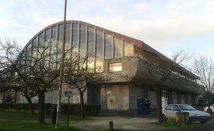 A Bordeaux, le 21 janvier 2014, la pisicne Galin est fermÈe pour cause de travaux.