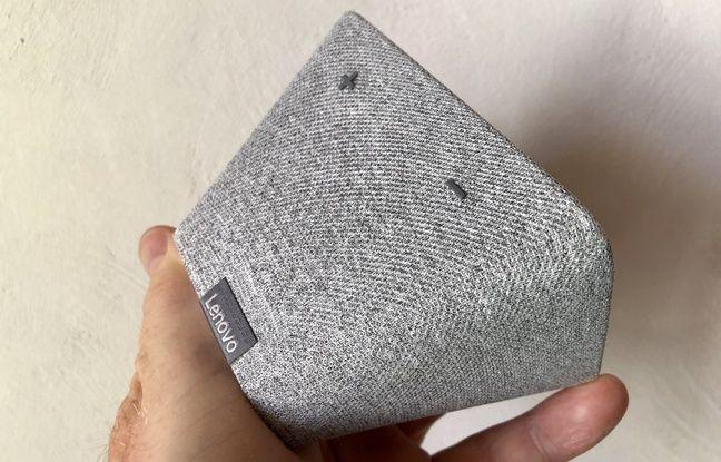 Le petit haut-parleur sur le dessus du Smart Clock de Lenovo peine à convaincre.
