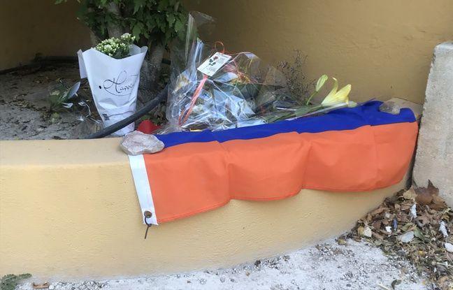 Un hommage au chanteur avec le drapeau armenien.