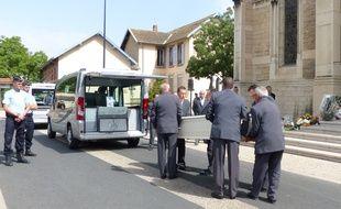 Hervé Cornara, ce chef d'entreprise retrouvé décapité le 26 juin 2015 dans une usine iséroise a été enterré ce vendredi 3 juillet dans sa commune de Fontaines-sur-Saône dans le Rhône.