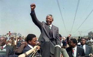 Nelson Mandela lors d'un déplacement dans un township le 5 septembre 1990 à Tokoza.