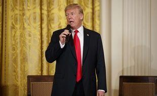 Le président américain Donald Trump a annoncé le 1er mars qu'il allait frapper de fortes taxes les importations d'acier et d'aluminium aux Etats-Unis, au risque de provoquer une guerre commerciale avec ses principaux partenaires.