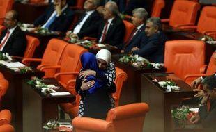 Des députés au Parlement turc, le 23 juin 2015 à Ankara