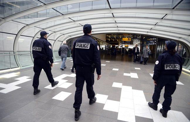 Une patrouille policière à l'aéroport de Toulouse-Blagnac.