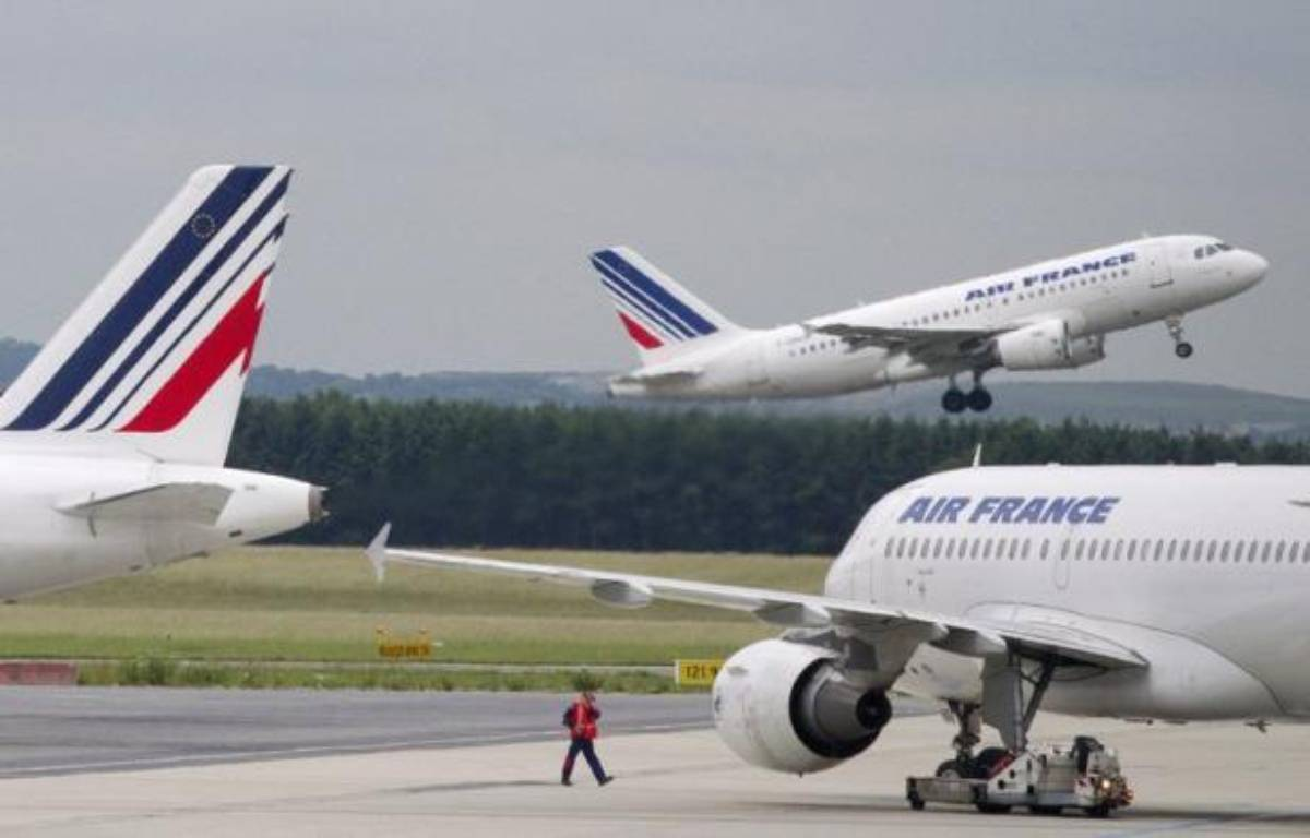 Air France, plongée dans une grande révision de sa stratégie pour sortir des difficultés et renouer avec la compétitivité, dévoilera à combien elle chiffre son sureffectif et par quelles mesures elle entend y remédier, jeudi lors d'un comité central d'entreprise. – Joel Saget afp.com