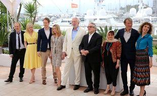 Le jury du 69e Festival de Cannes, avec son président George Miller (au centre avec des lunettes).