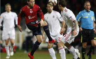 Yohan Cabaye, de Lille et Daniel Agger (Liverpool) lors du match de Ligue Europa Lille-Liverpool, le 11 mars 2010.