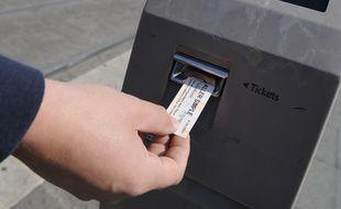 Validation d'un ticket de la CTS à Strasbourg. (Illustration)
