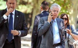 """L'agence d'évaluation financière Moody's a dégradé jeudi la note de l'Italie de deux crans, de A3 à Baa2, et maintenu la perspective négative en raison de la situation en zone euro et des """"risques de contagion"""" émanant de l'Espagne et de la Grèce."""