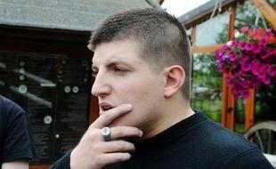 Six membres d'un groupe d'extrême gauche, soupçonnés d'avoir agressé le leader des Jeunesses nationalistes, Alexandre Gabriac, en octobre 2012 à Paris, ont été interpellés et seront jugés dans plusieurs mois, a-t-on appris jeudi de source proche de l'enquête.