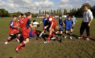 Des benjamins s'entraînent à l'école de rugby de Clamart, le 10 octobre 2007.