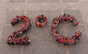 Le logo humain des écoliers de Toulouse avant la Cop21.