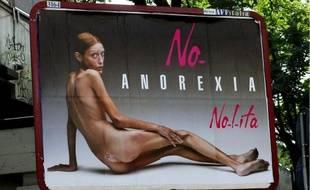 Isabelle Caro, dans la campagne de pub qu'elle avait fait en 2007, sur un panneau en Italie, en septembre 2007