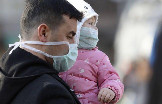 Japon: Un politicien a vendu des masques chirurgicaux aux enchères, il s'excuse