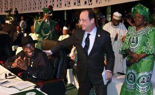 """Le président François Hollande en visite à Bangui a assuré vendredi aux soldats français de l'opération Sangaris en Centrafrique qu'un des objectifs de l'intervention était d'""""éviter à tout prix la partition du pays""""."""