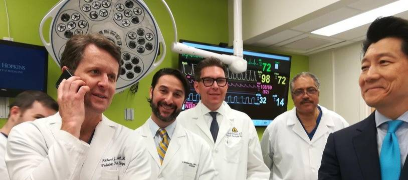 Les médecins de l'Hôpital Johns Hopkins qui ont assuré l'opération.