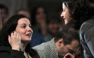 Emmanuelle Cosse (g) et Cécile Duflot au congrès EELV à Caen, le 30 novembre 2013