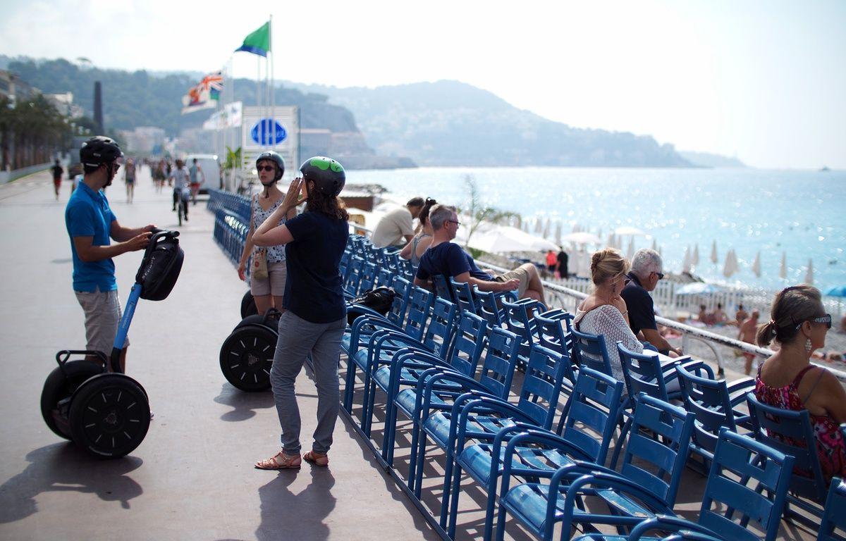 Sur la promenade des Anglais, les touristes n'expriment pas d'appréhension particulière pour leur séjour à Nice – F. Binacchi / ANP / 20 Minutes