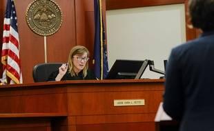 La juge Kara Pettit se penchant sur le cas de Tilli Buchanan le 19 novembre 2019 à Salt Lake City.