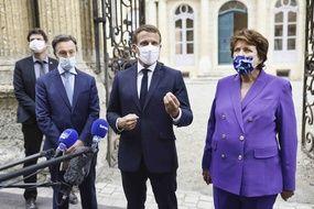 Emmanuel Macron entouré de Stéphane Bern et Roselyne Bachelot lors des Journée du Patrimoine le 18 septembre 2020..