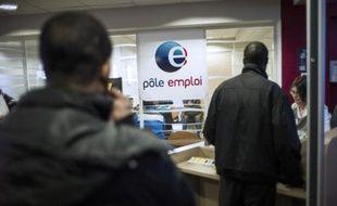 """Une demi-douzaine de chômeurs déposeront vendredi auprès de Pôle emploi des demandes de dommages et intérêts pouvant aller jusqu'à 300.000 euros, reprochant à l'opérateur public un """"défaut d'accompagnement""""."""